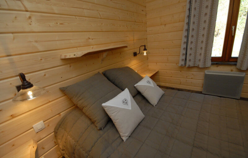 chambre double chalet traditionnel 4 à 5 personnes