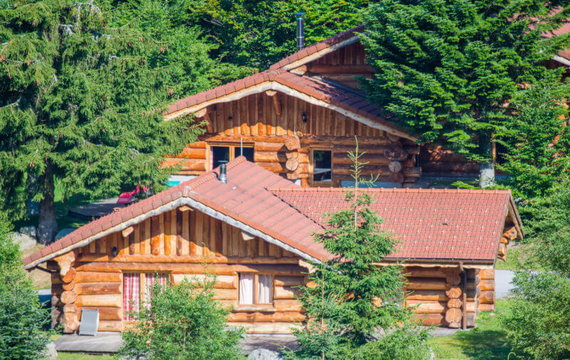hameau de chalets rondins dans les Vosges