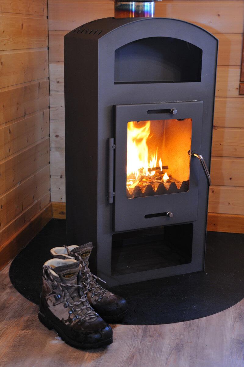 poêle à bois ambiance chaleureuse chalet traditionnel La Bresse