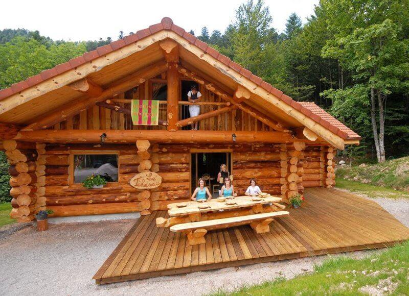 grand chalet avec terrasse plein sud et barbecue