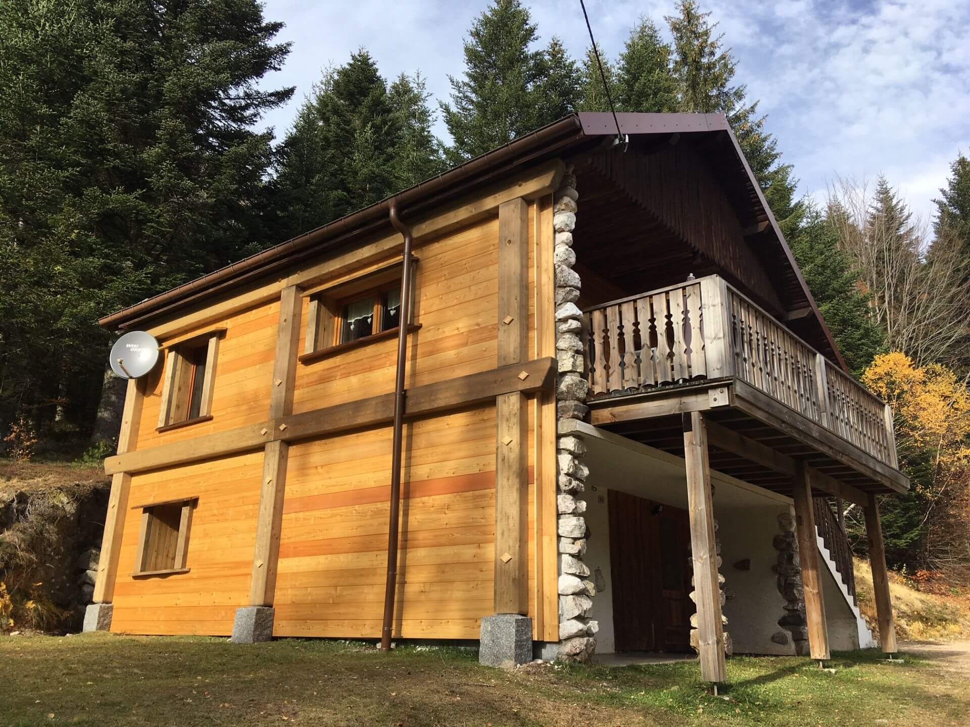 chalet traditionnel en lisière de foret
