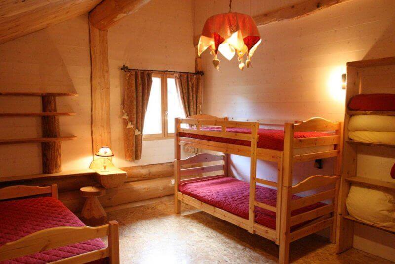 chambres des enfants à l'étage