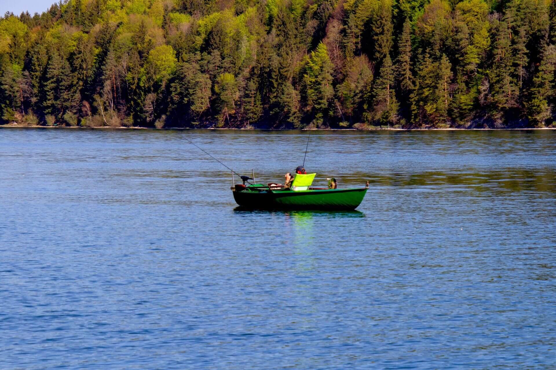 pêche à la ligne dans les lacs de montagne